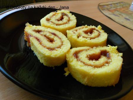 Čtyřvaječná roláda s marmeládou