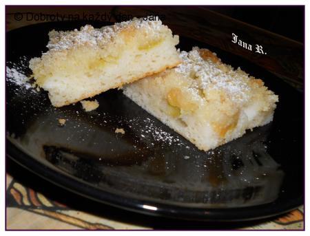 Rychlý koláč s rebarborou a broskvemi