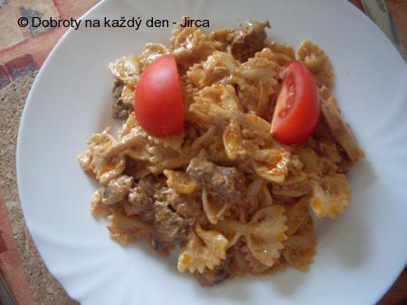 Těstoviny s kuřecími játry