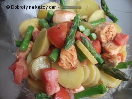 Lehký salát s lososem
