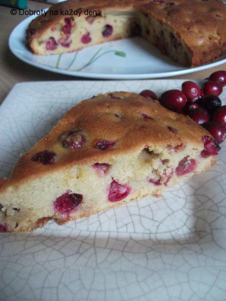 Brusinkový koláč s marcipánem