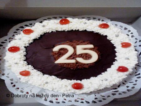 Piškotový dort se šlehačkou