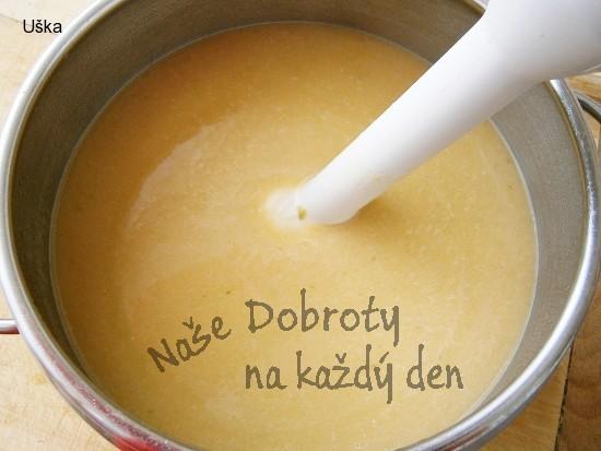 """Uzená krémová polévka""""z cuketového odpadu"""""""