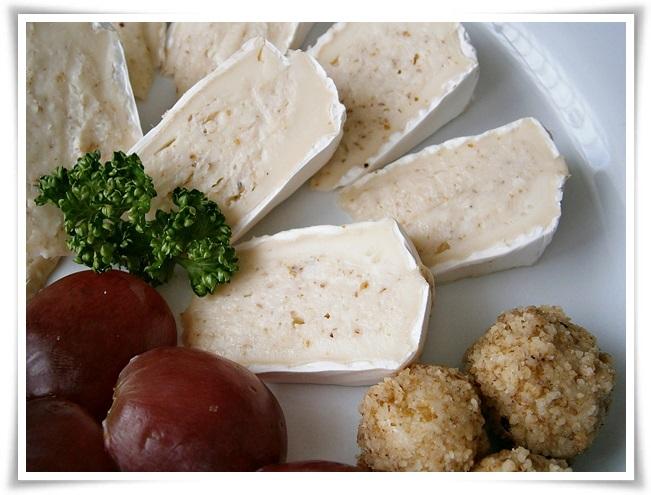 Camembert s chutnou sýrovo ořechovou náplní