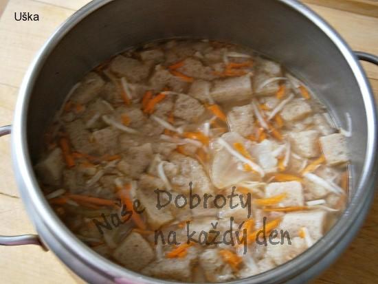 Chlebová polévka s kořenovou zeleninou a vejci