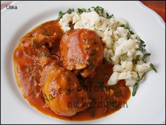 Kuřecí v rajčatovo česnekové omáčce,s krupicovými nočky