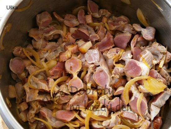 Kuřecí žaludky na pórku,připravené v papiňáku