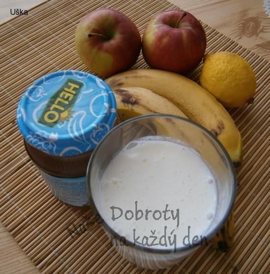 Banánové lívanečky s jablkem a ovocnou omáčkou