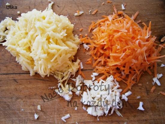 Uzená kuřecí česnečka se zeleninou