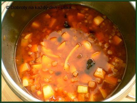 Zeleninový guláš s uzeninou