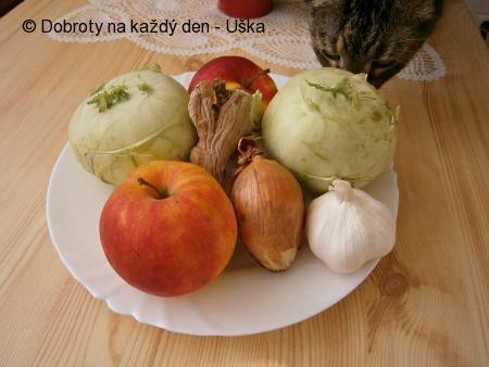 Kedlubnové zelí s jablkem a zázvorem