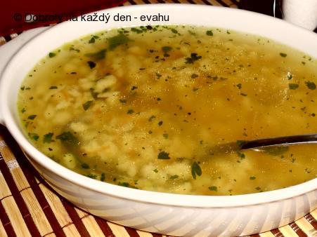 Polévka z hovězího srdce s vaječným strouháním