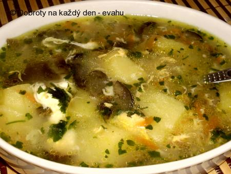 Květáková polévka s houbami