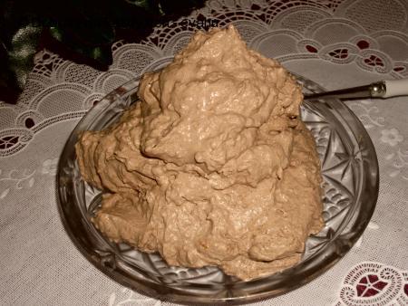 Kakaová šlehačka na moučník