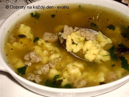 Polévka z kachních drobů s játrovými knedlíčky