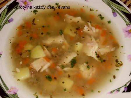 Kuřecí polévka s čočkou