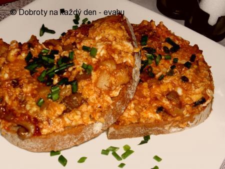 Vaječná směs s hlívou na chléb, topinky