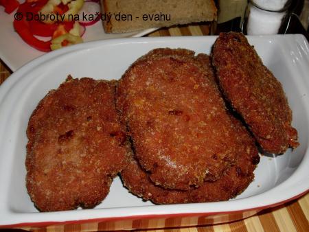 Karbenátky z vařeného masa se salámem