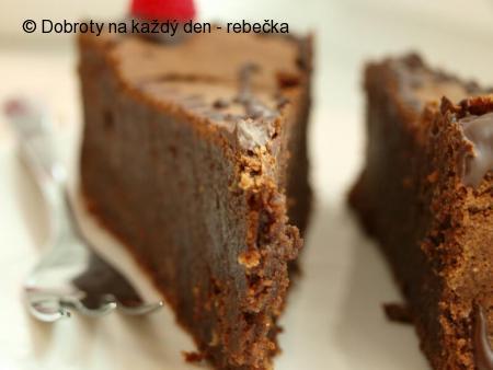 Čokoládový dortík s lískovými ořechy
