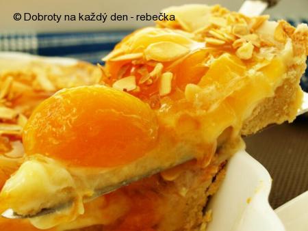 Mandlový koláč s meruňkami