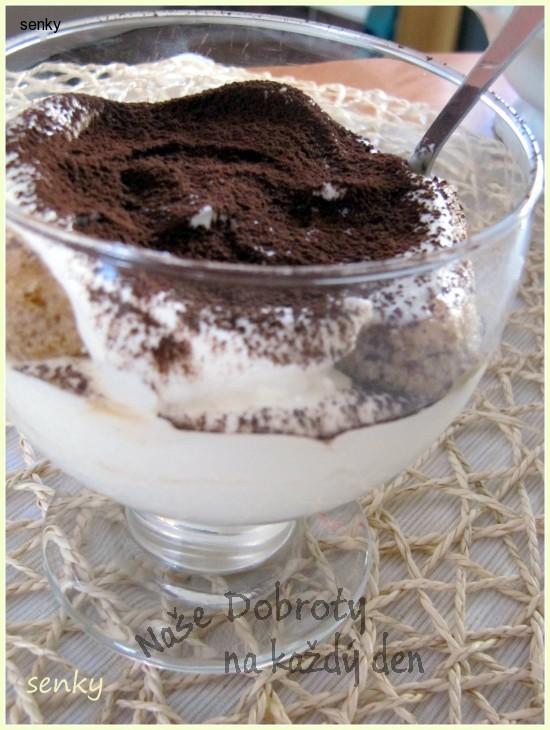 Kávový pohár s devonshirským krémem