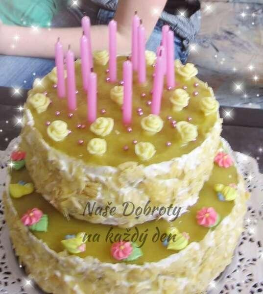 Ananasový dort s mandlemi