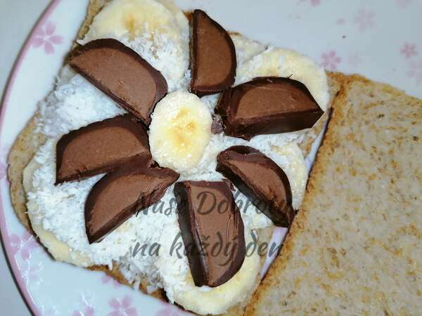 Zapečený banánovo-čokoládový toust s kokosem
