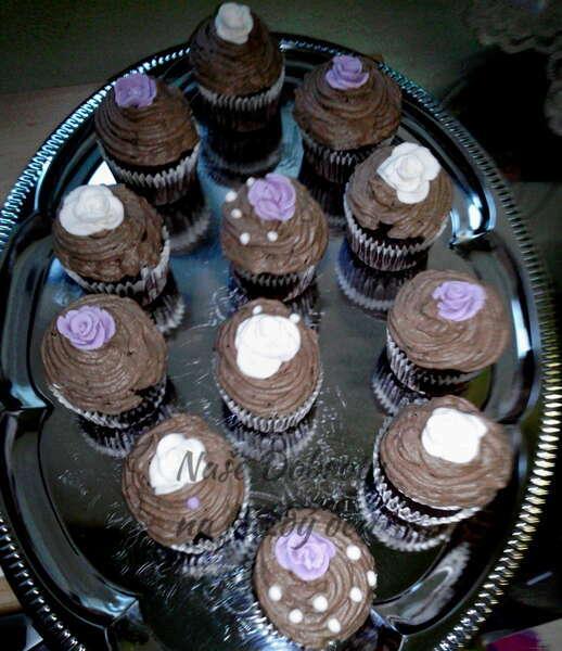Cupcaky s espressem a s růžičkami