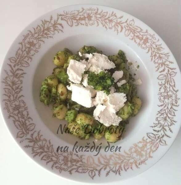 Brokolicové gnocchi s balkánským sýrem