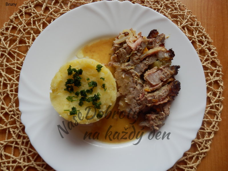 Plněná krkovice s brambory