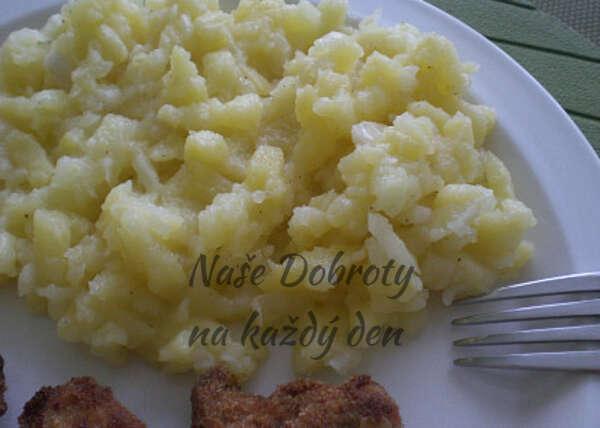 Jednoduchý bramborový salát bez majonézy