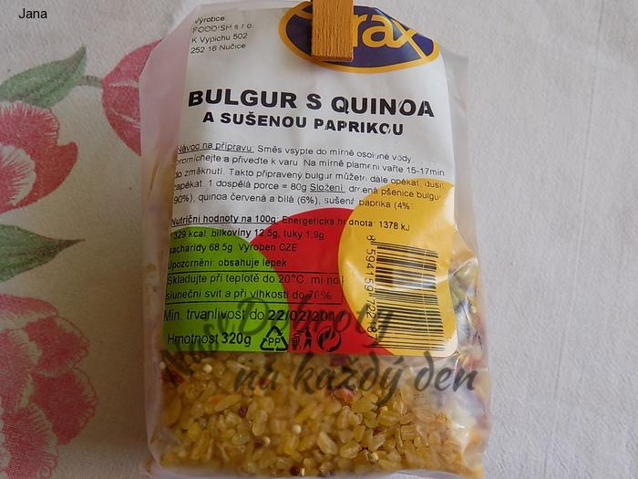 Bulgur s quinoa a sušenou paprikou se sušenými rajčaty a žampiony