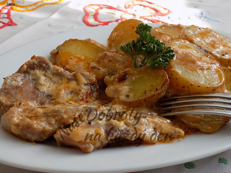 Marinovaná krkovice s brambory na šlehačce