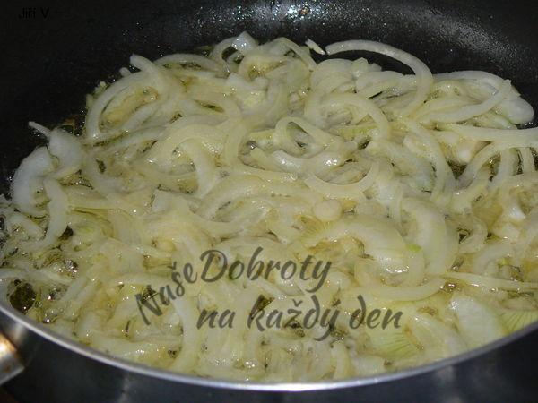 Kapří vnitřnosti na másle a cibulce