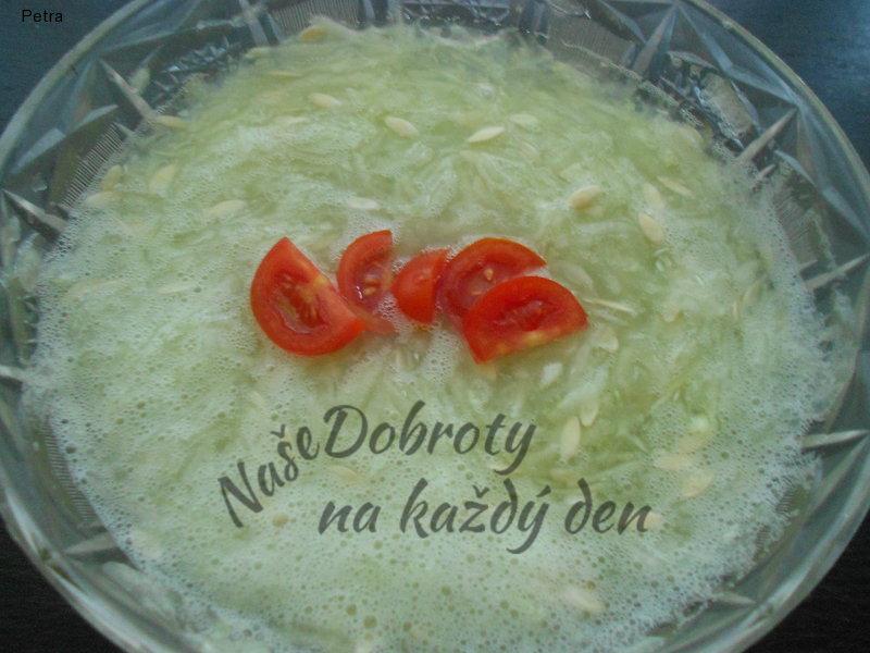Okurkový salát se sladkokyselou zálivkou