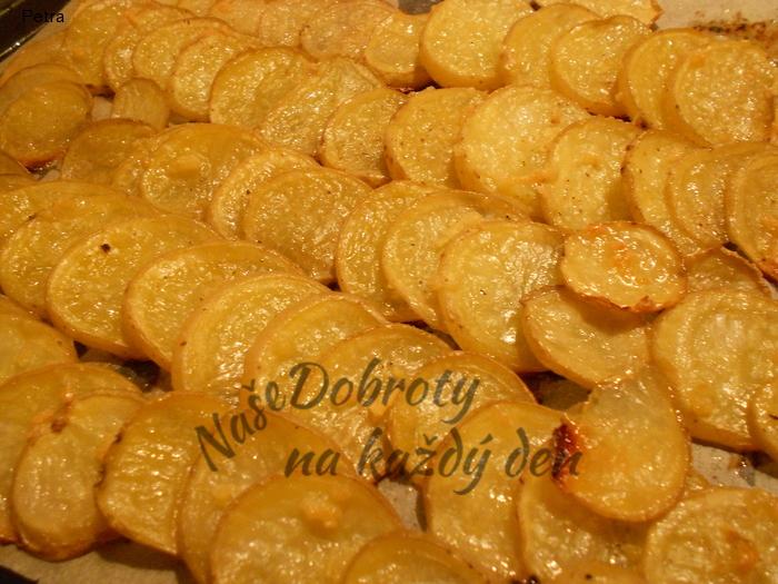 Pečené česnekové brambory