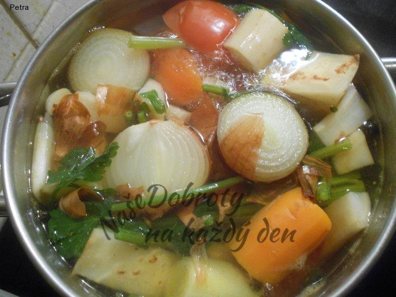 Zeleninový vývar s drobením
