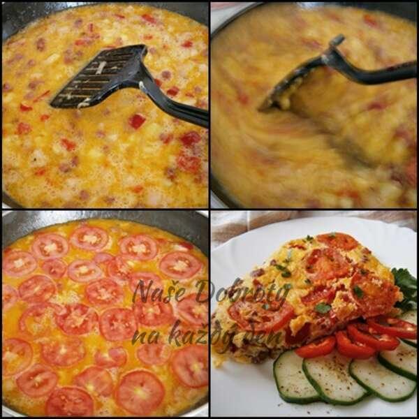 Selská omeleta s uzeninou a rajčaty