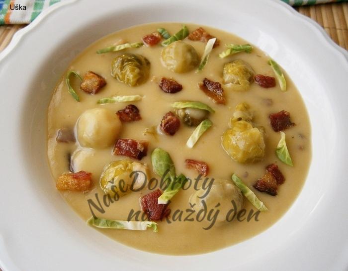Kapustová krémová polévka s osmaženou uzeninou