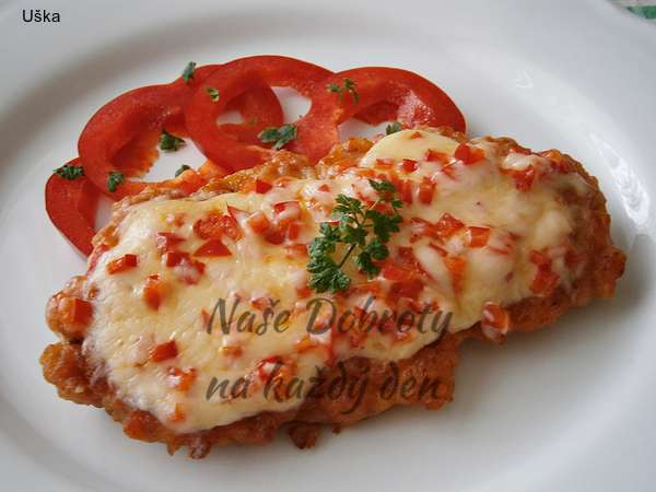 Krůtí marinované řízky s čerstvou paprikou a sýrem