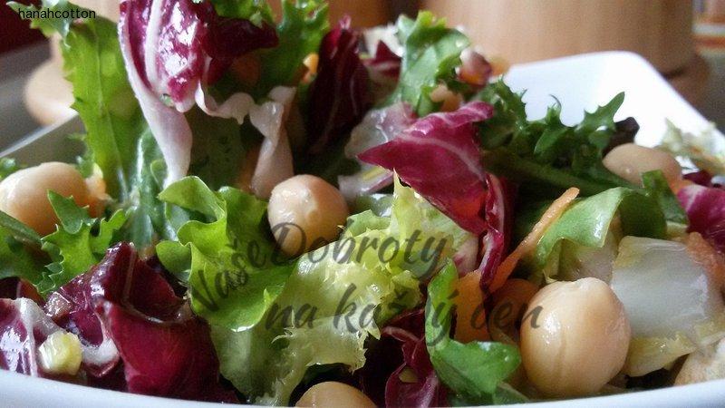 Zeleninový salát s cizrnou a lanýžovou příchutí