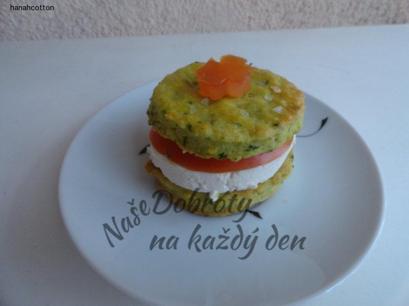 Slané koláčky s rajčetem a sýrem